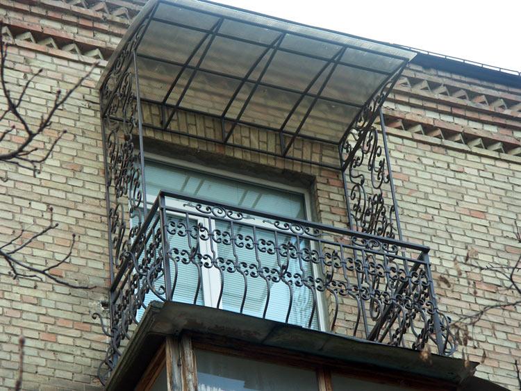 Козырек на балконе последнего этажа