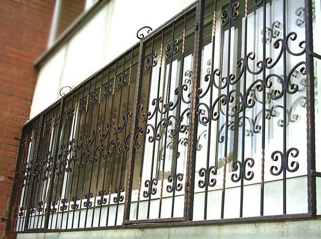 Красивые решетки на большой балкон