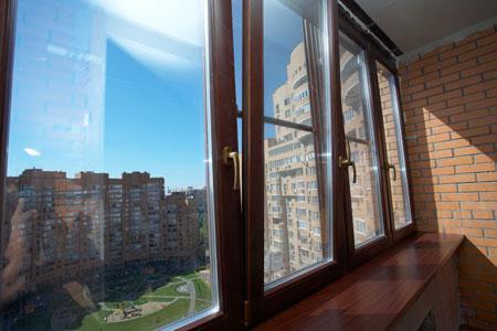 Как застеклить балкон и лоджию деревянными рамами