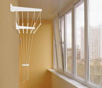 Виды и особенности бельевых сушилок на балкон и лоджию