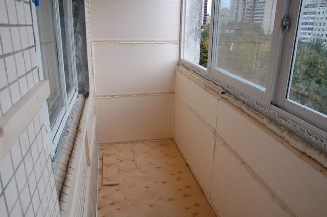 Чем лучше утеплить балкон и лоджию изнутри: практичные советы