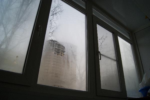 Запотели все окна на балконе
