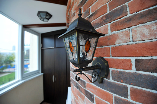 Как покрасить кирпичную стену на балконе и лоджии: фото р....