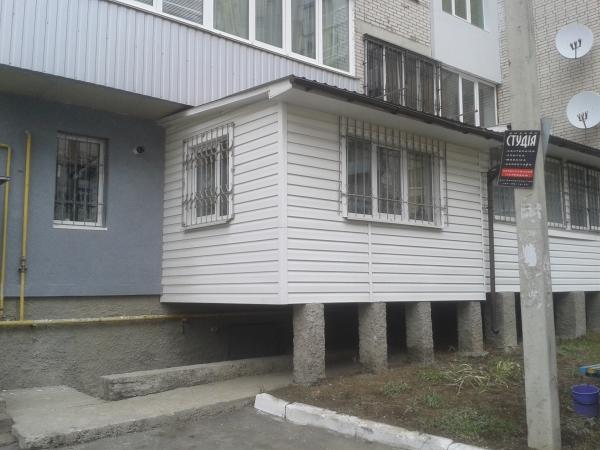 Пристройка балкона на железобетонных сваях