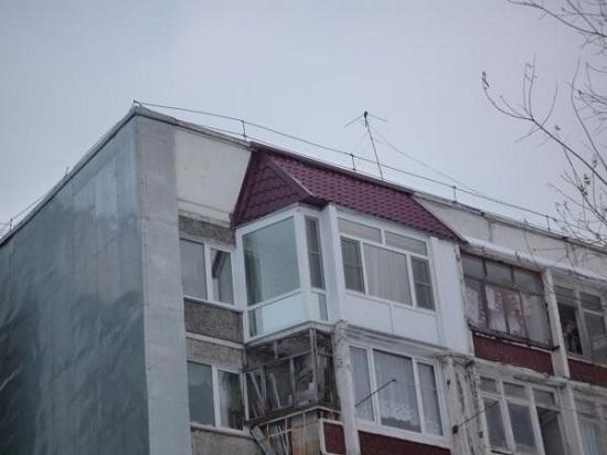 Застекленный балкон на последнем этаже