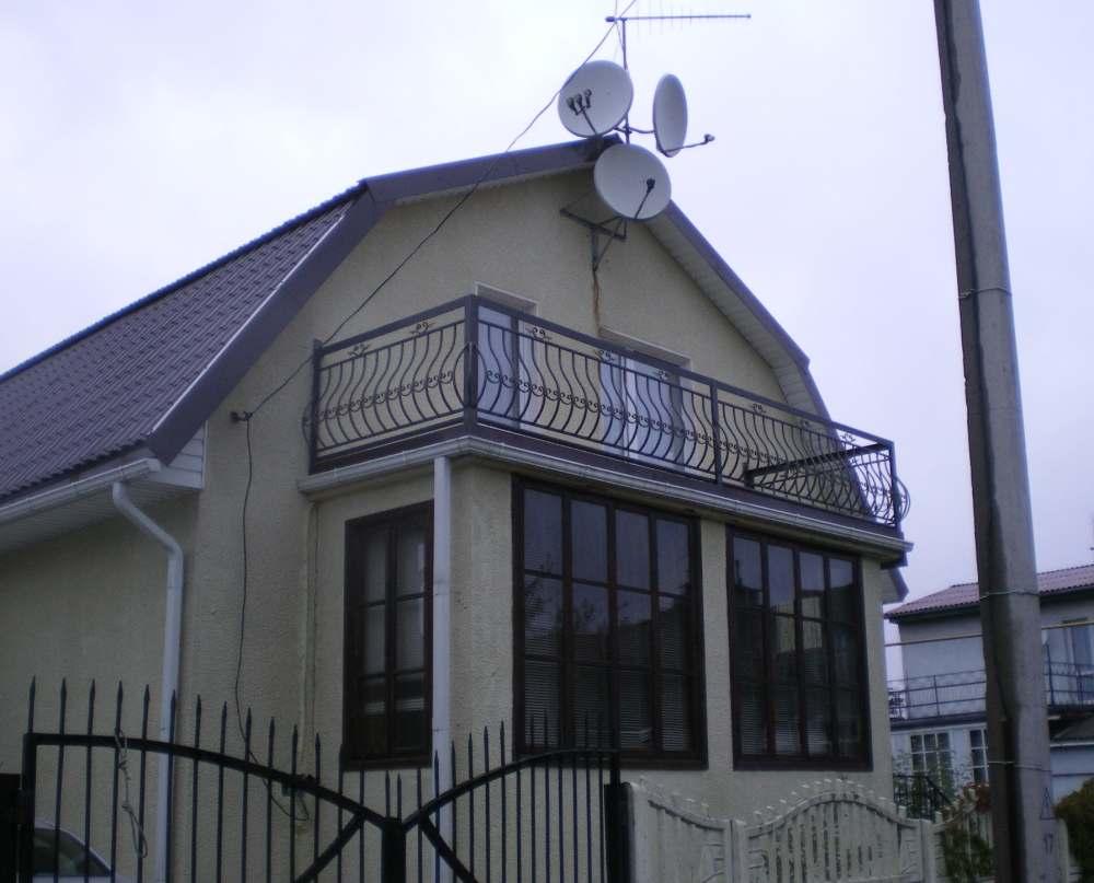 Как сделать балкон в частном доме: фото, дизайн и строительс.