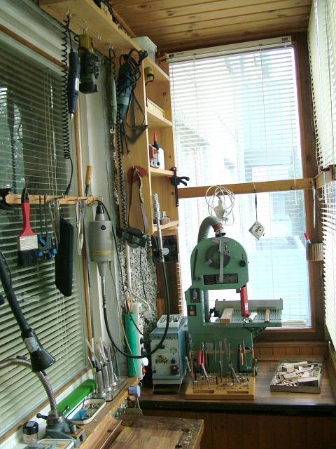 Домашняя мастерская на балконе