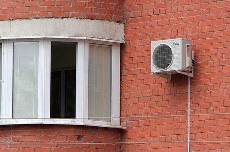 Установка кондиционера на балконе и лоджии: порядок работ