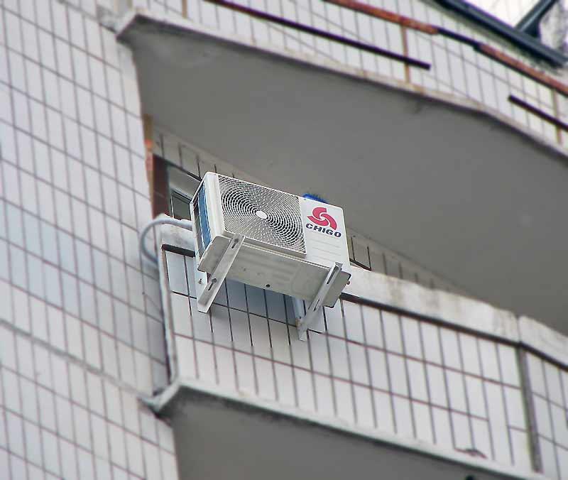 Кондиционер на не застекленном балконе