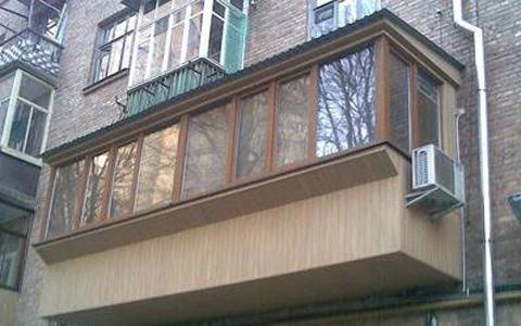 Кондиционер на застекленном балконе