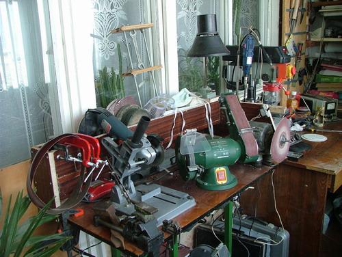 Как оборудовать лоджию или балкон под мастерскую