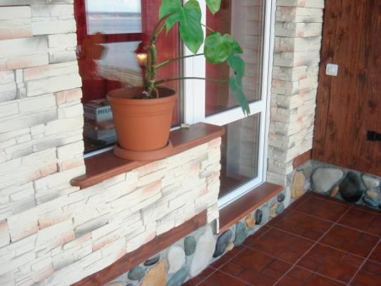 Преимущества и способы отделки балкона искусственным камнем