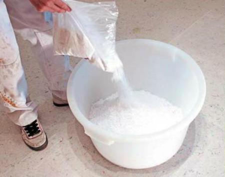 Подготовка жидких обоев перед поклейкой