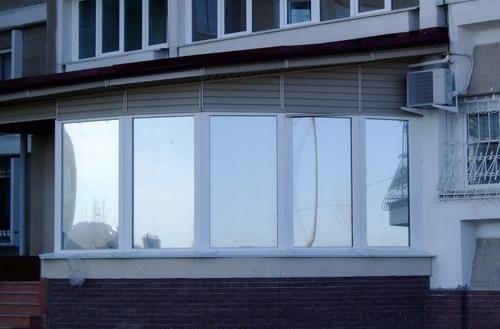 Тонировка балкона маскировочной пленкой