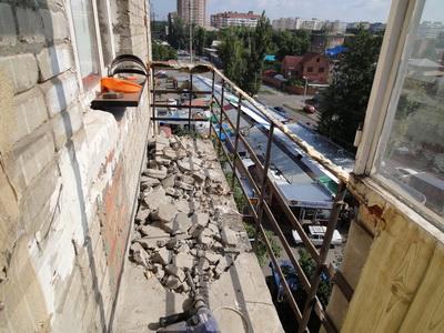 Демонтаж старого балкона.