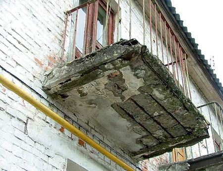 Аварийное состояние балкона: куда обращаться и что делать