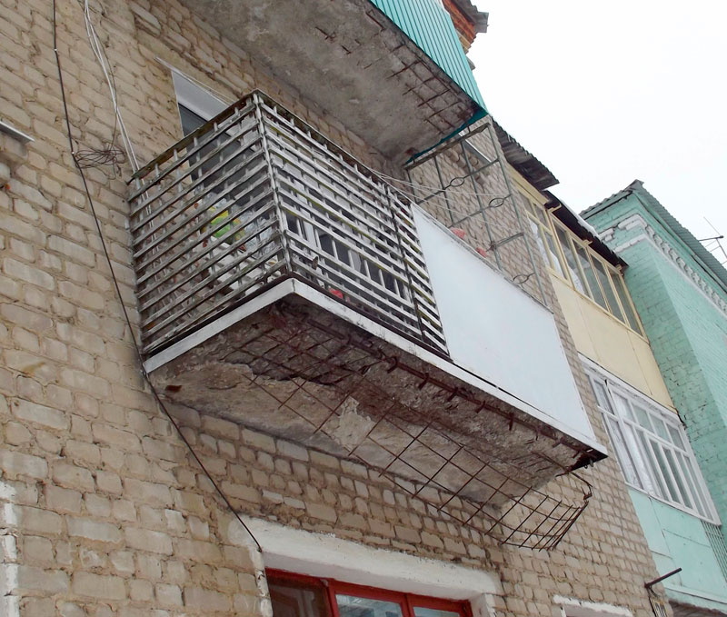 Балкон в аварийном состоянии