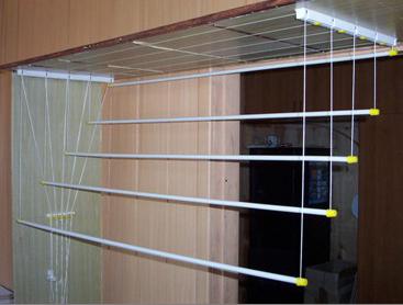 Балконные вешалки для сушки белья: их виды и фото