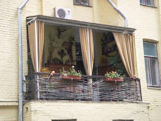 Занавески на незастекленном балконе