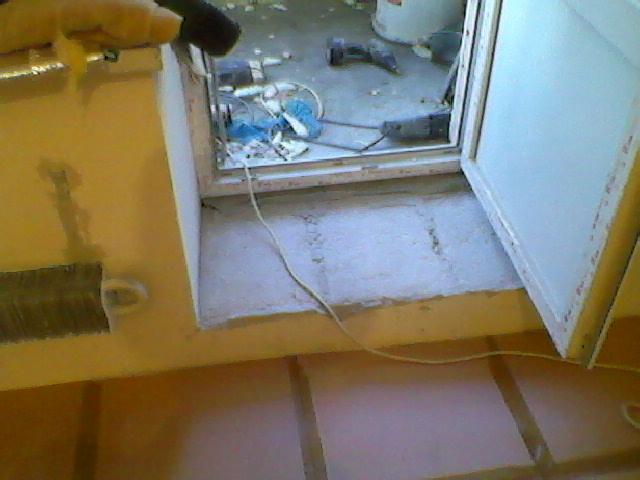 Балконный порог после монтажа двери