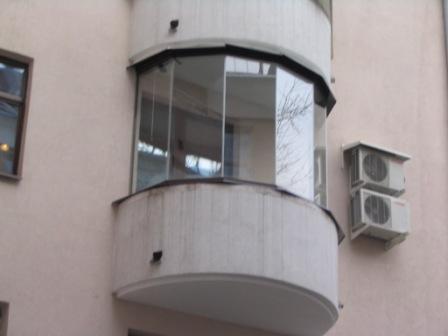 Безрамное остекление круглого балкона