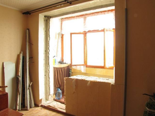 Демонтированный балконный блок
