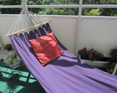 Как выбрать гамак для балкона и лоджии или сделать его самому