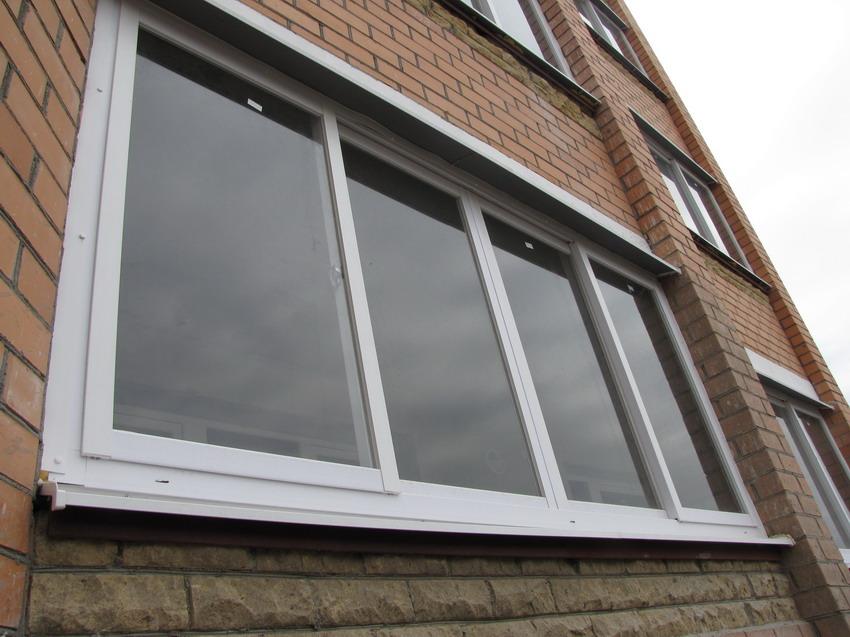Как смотрятся раздвижные балконные окна снаружи