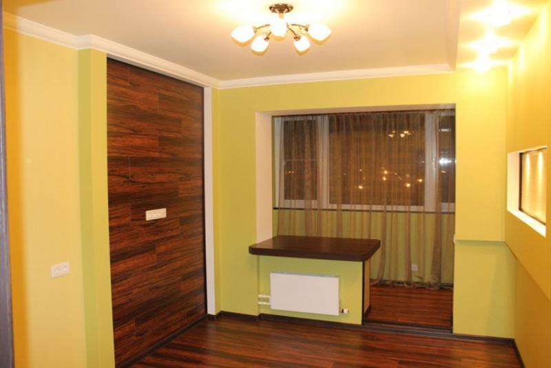 Комната и балкон