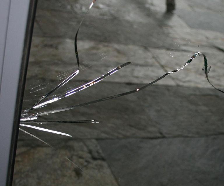 Разбитый стеклопакет