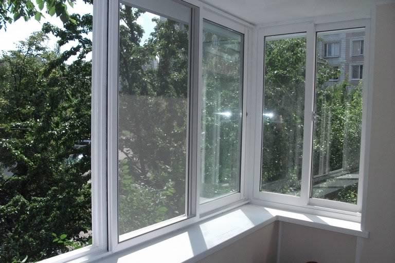 Какие раздвижные балконные окна выбрать