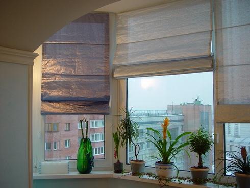 Римские шторы на окна балкона