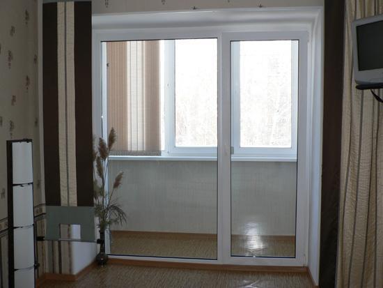 Установка полностью стеклянной двери на балкон