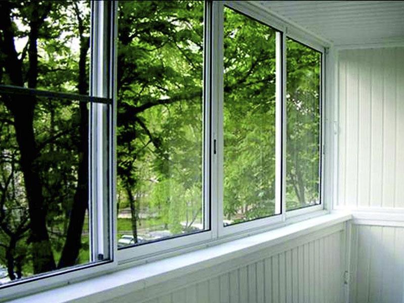 Установка алюминиевых окон на балкон завершена