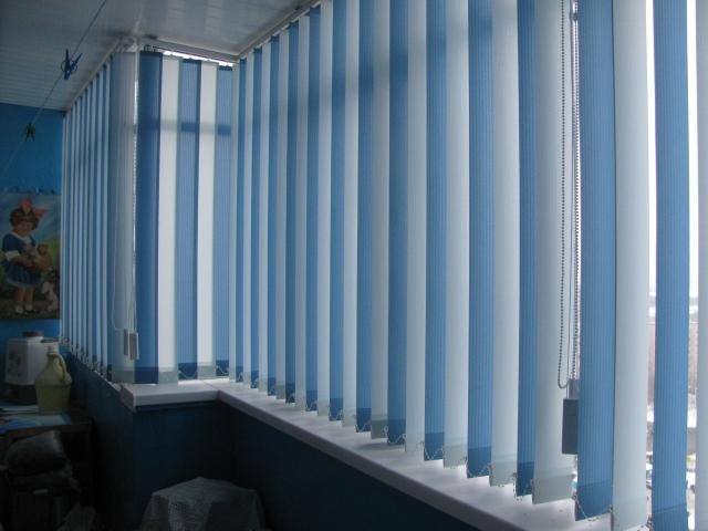 Вертикальные жалюзи на балкон фото