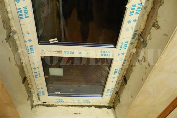 Как выбрать и установить балконную дверь с окном.