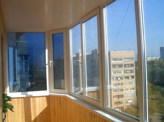 Застекленный балкон готов к укладке ламината