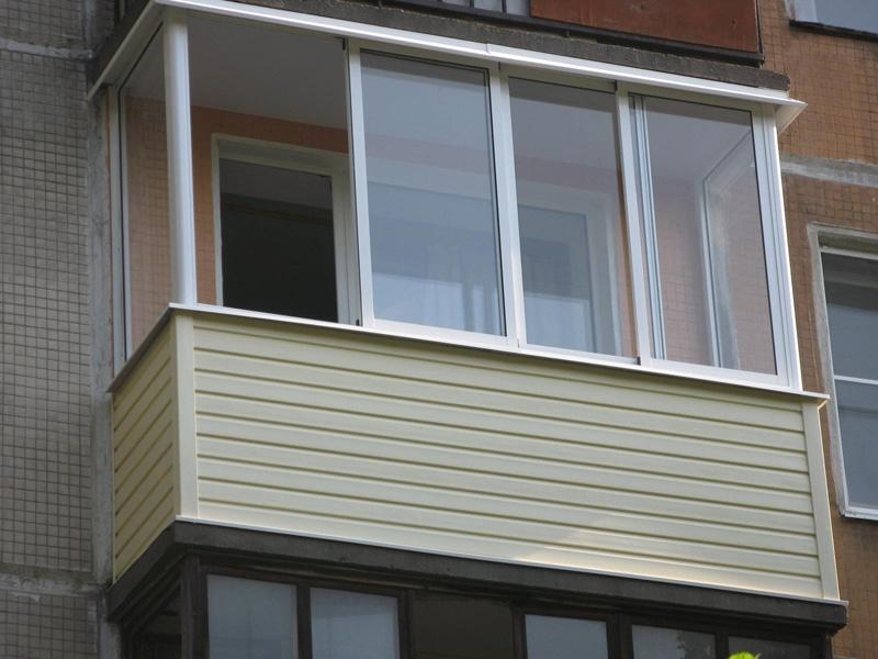 Завершенная наружная отделка балкона