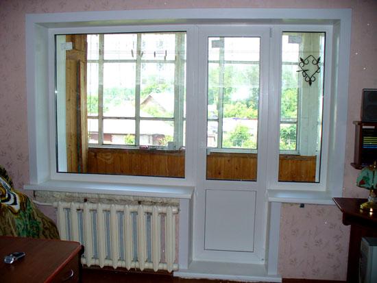Новая пластиковая дверь на балконе